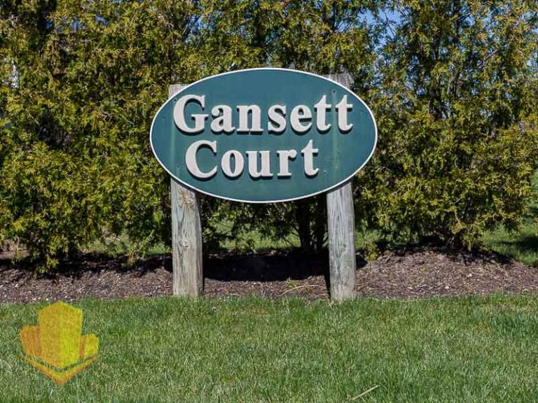 Gansett Court Entrance Sign