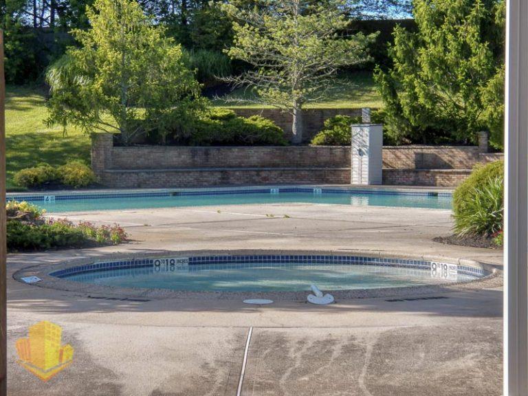 Laurel Commons Outdoor Pool